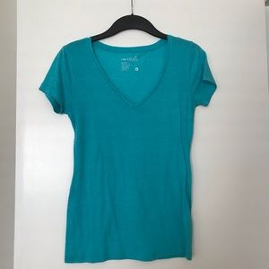 Tops - Blue V neck extremely soft and comfy basic tee